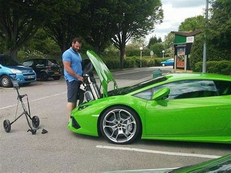 Golf Lamborghini This Can T Fit His Golf Clubs In His Lamborghini Huracan