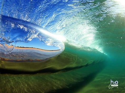 underwater wave: butts: galleries: digital photography review