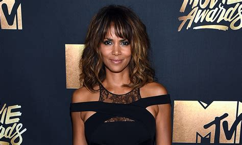 Halle Berry New Hairstyle by Halle Berry Debuts Edgy Undercut Hairstyle With A Twist