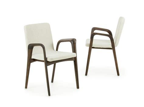 sedie braccioli sedia imbottita con braccioli in legno maeva homeplaneur