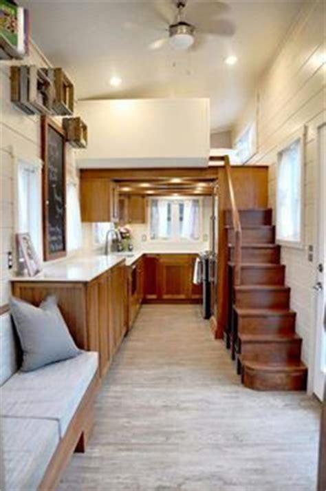 maison maison and escaliers on