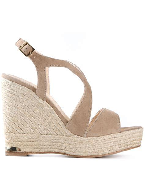 barcel 243 buckled wedge sandals in beige