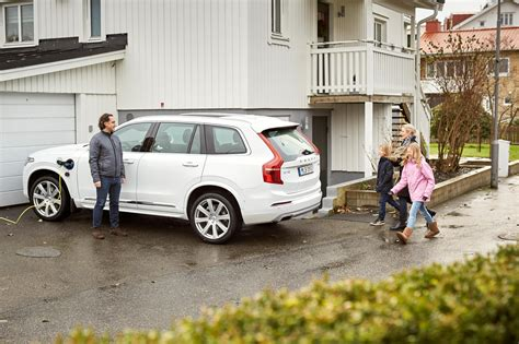 volvo cars rolls  drive   driving car project  gothenburg sweden cleantechnica