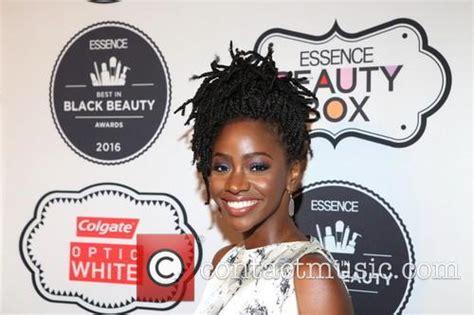 2016 black essence beauty award teyonah parris 2016 essence best in black beauty awards