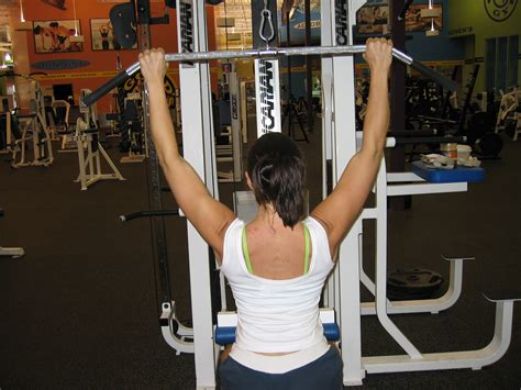how wide should a bar top be lat pulldown technique
