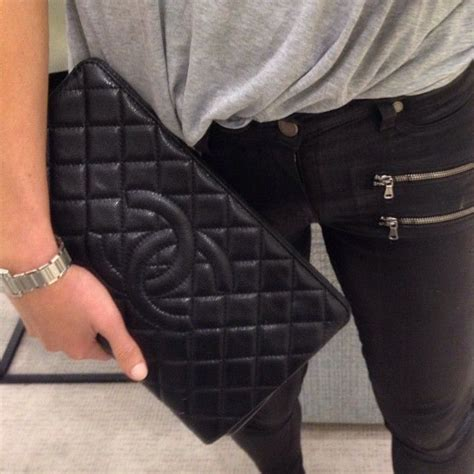 Conrad Sports A New Do A Chanel Caviar Bag by Best 25 Chanel Clutch Ideas On Vintage Chanel