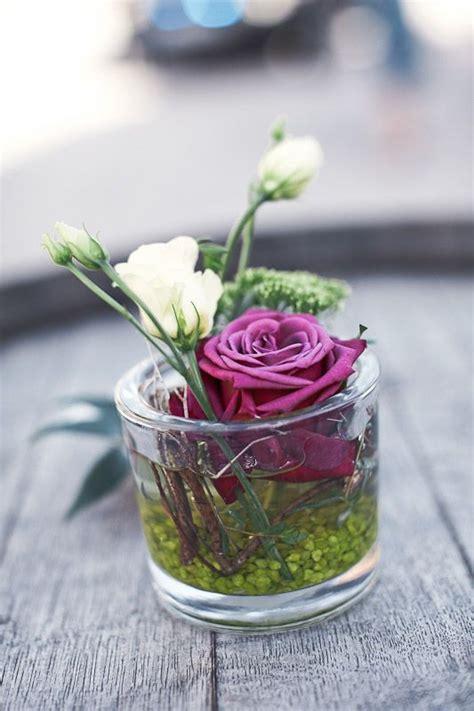 blumen dekorieren im glas tischdeko hochzeit lila wedding hochzeit
