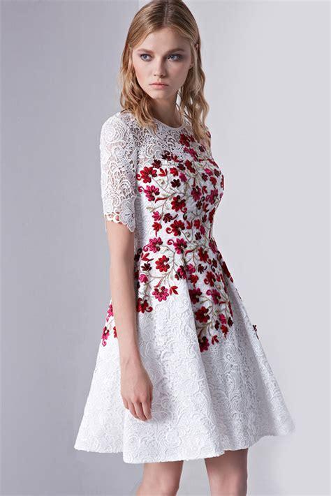 Robe Fleurs Blanches - robe blanche en dentelle bord 233 e de fleurs 224 manche