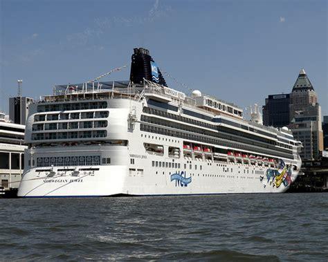 jewel boat nyc norwegian jewel cruise ship manhattan passenger terminal