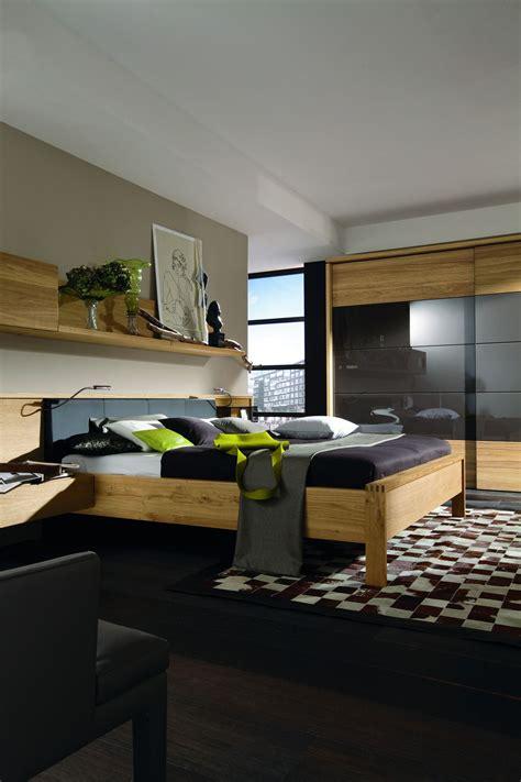 schlafzimmer mit schwarzen möbeln schlafzimmer einrichtung mit schwarzen akzenten