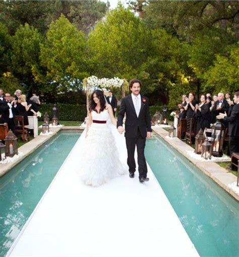 36 inspiring and fresh poolside wedding ideas weddingomania - Wedding Aisle Pool