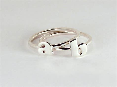 etagere 2 stöckig silber 2 initial letter stacking rings sterling silver made to
