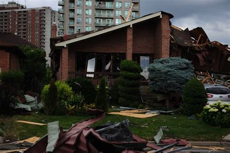 house explosion update one confirmed dead at scene of mississauga house explosion yorkregion com