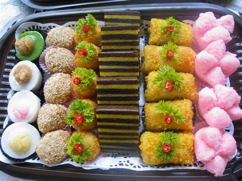 Harga Kue Lebaran minions tumpeng tumpeng and traditional snacks of