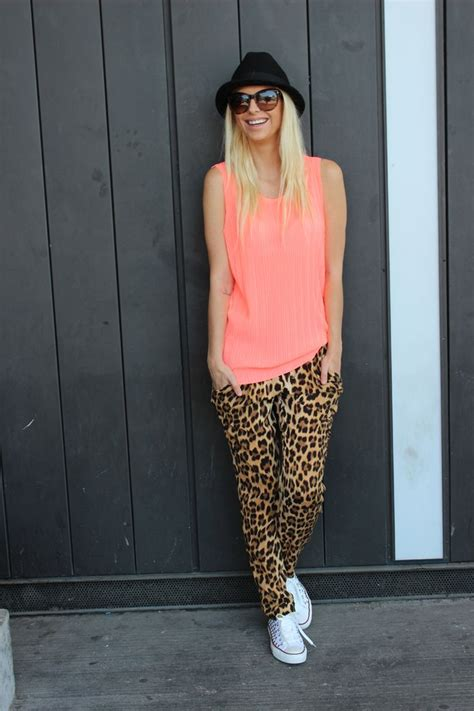 what color goes with leopard print 1000 ideas about leopard sneakers on