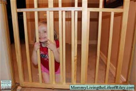 Summer Infant Dual Banister Gate by Review Summer Infant Stylish Secure Deluxe Wood Top Of