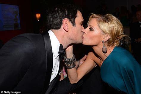 ty burrell friends modern family s ty burrell and julie bowen share a kiss at
