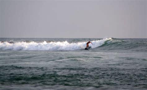 surf en kuta beach bali