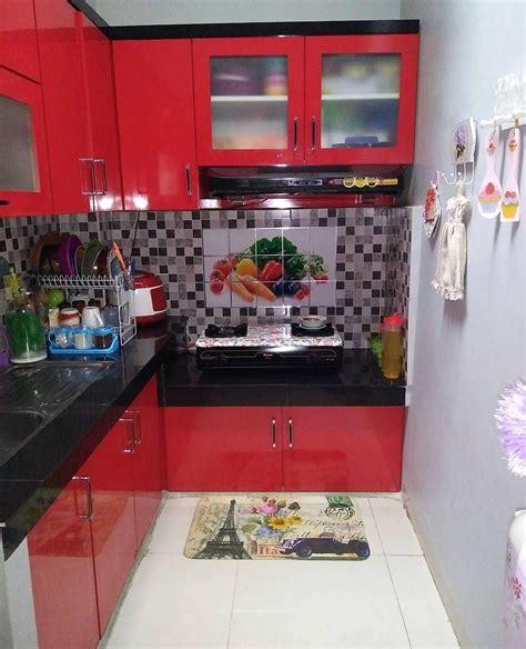 motif keramik dapur sempit warna merah dipadu  motif keramik dapur hitamputih dapur