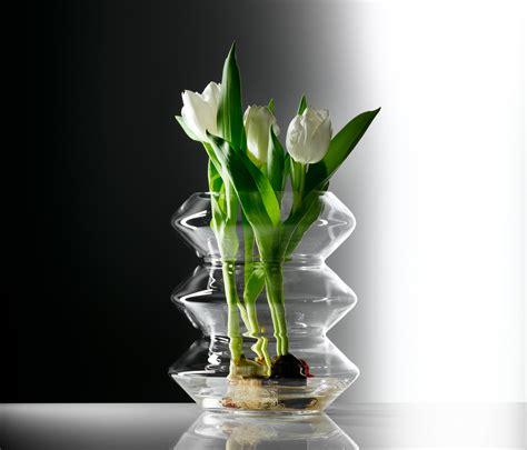 vase mit blumen glass vase vases from auerberg architonic