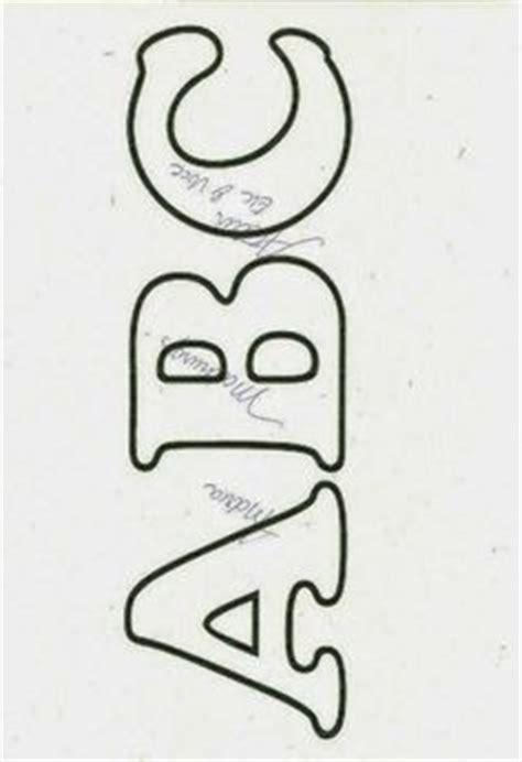 stencil lettere da stare coloriage alphabet avec majuscules type pochoir ou stencil