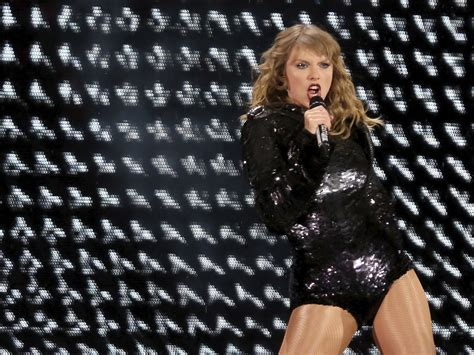 taylor swift concert snake pit taylor swift performs with a giant snake as tour kicks off t