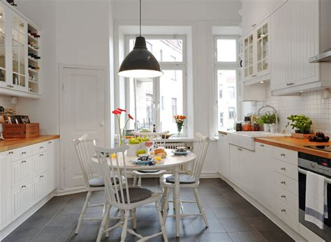 pictures of small galley kitchens refresheddesigns a small galley kitchen work