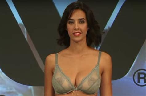 lingerie model  viral hit  red hot catwalk moment daily star