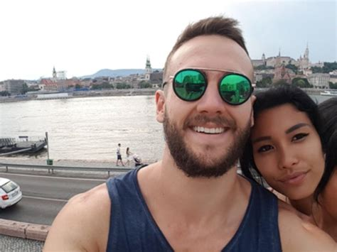 couples hilariously scary selfie  viral