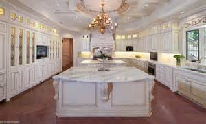 Marble countertop calacatta gold traditional kitchen