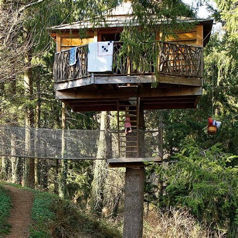 Backyard Treehouse For by Fabulous Treehouse Design Beautifully Integrated Into Backyard Landscaping
