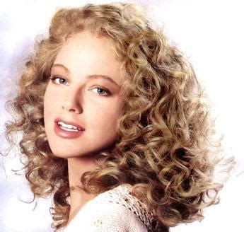 64 year old curly hairdos for women 7 best haircuts for curly hair hubpages