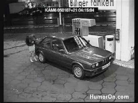 donne al volante divertentissimo una donna fa la benzina divertentissimo