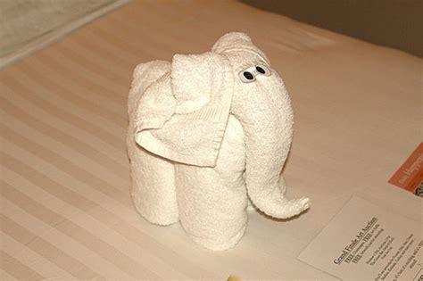 Towel Origami Monkey - 20 animal towel sculpture design swan