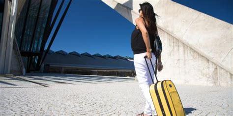 tips naik pesawat sendirian 5 tips sehat naik pesawat bagi ibu hamil merdeka com