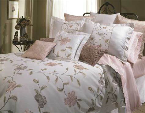 jacquard comforter set to decide the theme of your bedroom