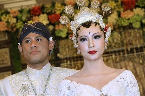 Batik Princess Mahkota wedding dress gallery gaun pengantin reny sutiyoso
