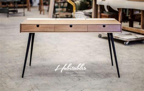 bureau en bois avec acier