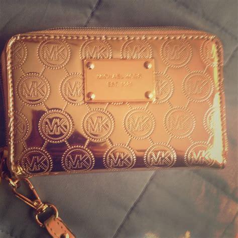 M Hael Kors 536 Gold 33 michael kors clutches wallets gold