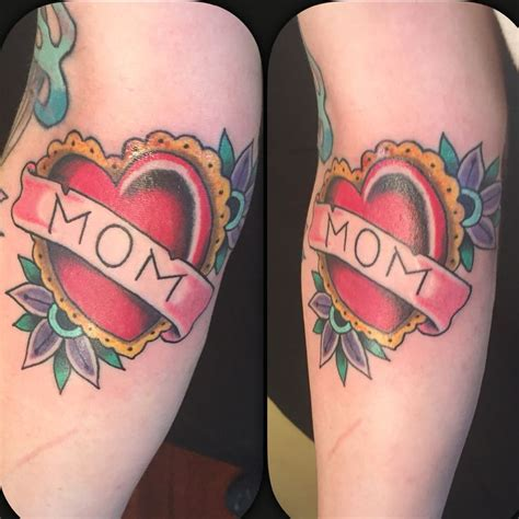 heart tattoos with names in them best 25 traditional tattoos ideas on