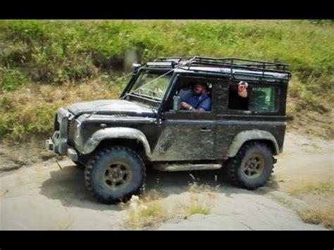 land rover defender 90 lifted 2015 land rover defender 90 off road loose rocks trail