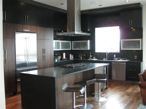 Bachelors Kitchen | black bachelor pad