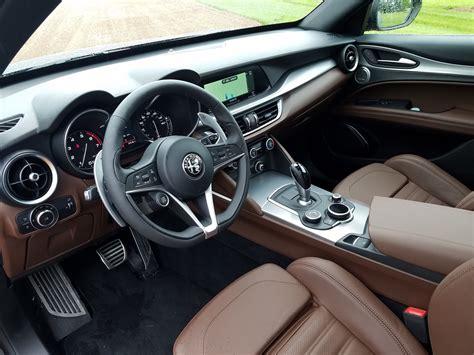 Alfa Romeo Stelvio (interior)   6SpeedOnline