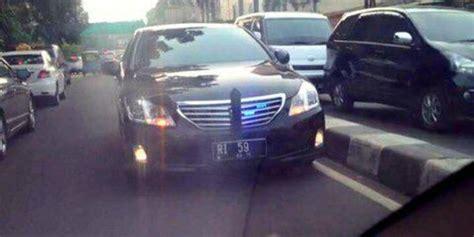 ahok lawan arus geger mobil ri 59 lawan arus di jalan merdeka com
