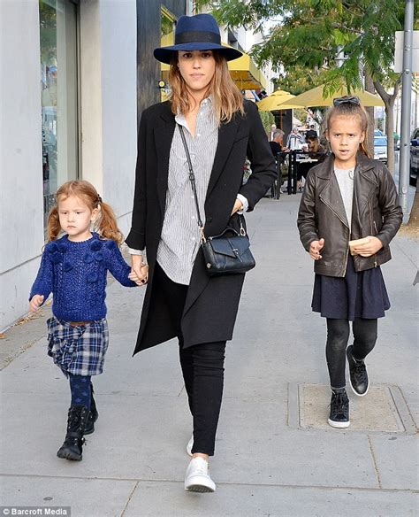 How To Tufted Headboard by Jessica Alba S Daughters Honor And Haven Enjoy Glamorous