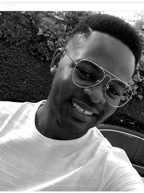 Funny! See how these Fans are Roasting Falz over Simi and