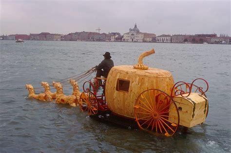 carrozza zucca venezia carrozza con zucca con i cavalli sul canale della