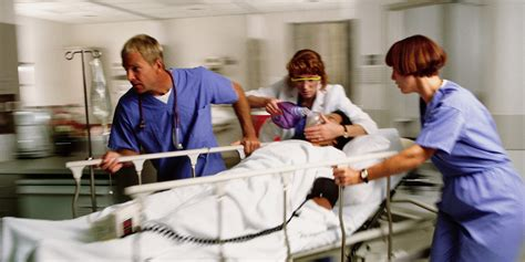 emergency room why the weekend is the worst time to be hospitalized huffpost