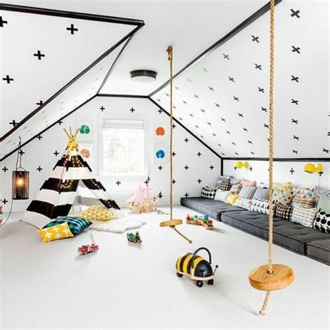Incroyable Idee Chambre De Bebe Fille #8: id%C3%A9e-d%C3%A9co-chambre-enfant-sous-pente-peinture-murale-blanche-%C3%A0-motifs-noirs-coussins-multicolores-matelas-gris-rev%C3%AAtement-sol-blanc-tipi-enfant-en-noir-et-blanc-jouets-chambre-montessori.jpg