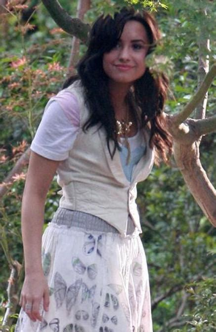 demi lovato song the gift of a friend picture of demi lovato in music video gift of a friend